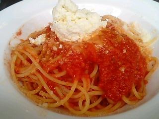 DA PEPPINOの自家製リコッタのせトマトソーススパゲッティ