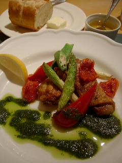 Bistro Vegetable Marketの地鶏もも肉のロースト バジルピュレソース 真夏の緑黄色野菜添え