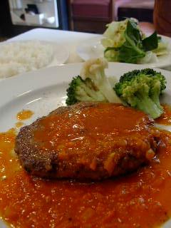 ZOULI cafeのハンバーグステーキ自家製トマトソース