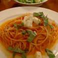 Capsta! Tokyoのバジルとモッツァレラチーズのトマトソーススパゲッティーニ