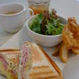 cafe Flowerの定番フレッシュハム&チーズのホットサンド