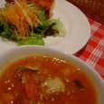 La BETTOLA per tuttiのコースのスープ、サラダ、フォカッチャ