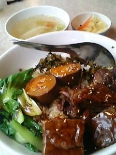 台南担仔麺の牛肉飯セット