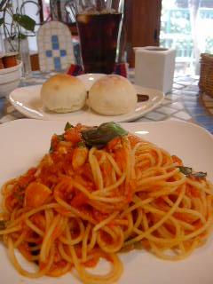 夏至茶屋~midsummerのツナとフレッシュバジルのトマトソーススパゲッティ