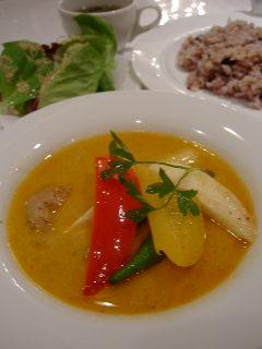 Cache-Cacheの鶏肉と夏野菜の南国風カレー