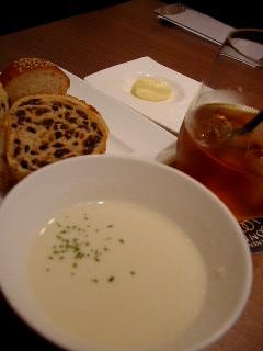 HARBOUR'S MOONのランチセットのスープ&ブレッド