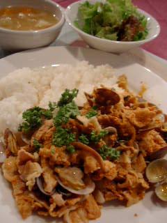 VILA MOURAのアサリと豚の蒸し煮 パプリカ風味