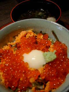 どんぶり北海道の温泉卵といくらと紅鮭の丼