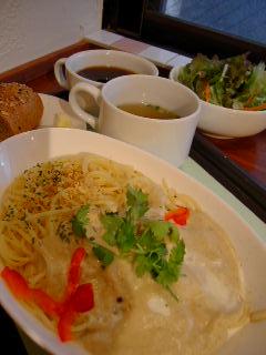 CIMOLO CAFEの鶏肉と木の子のグリーンカレー風味のパスタ