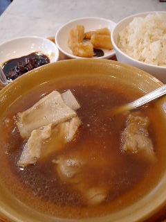 シンガポール 海南鶏飯の肉骨茶セット